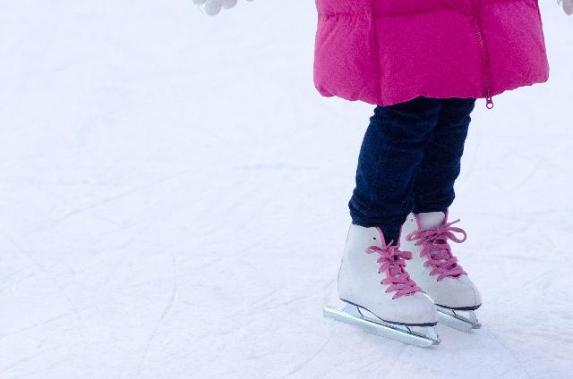 アイススケートデートの服装と持ち物